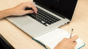 【在宅副業】自宅でパソコンひとつでできる仕事5選【不況を乗り切る】